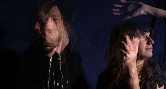 Dark on Tuesdays er ein duo som speler ei blanding av elektronika og shoegaze, speler søndag kveld.