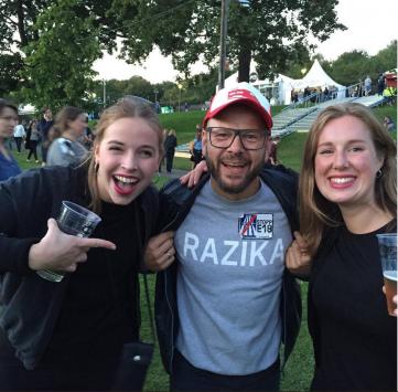 Jeg har dessverre aldri møtt Razika selv, men det gjorde mannen min på Øyafestivalen i fjor. Jeg er ikke bitter, altså.