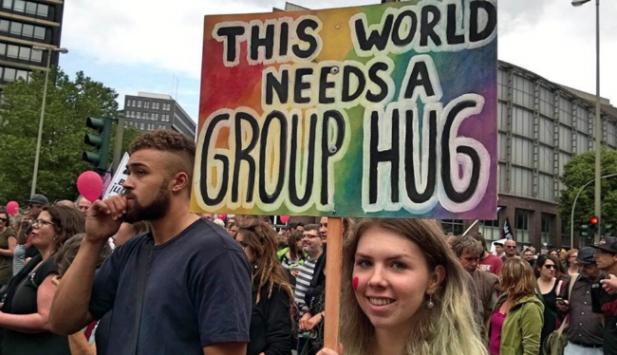 Unge europeiske kvinner må demonstrere mot det meste om dagen for å redde framtida si. Her fra G-20 i Hamburg tidligere i år.