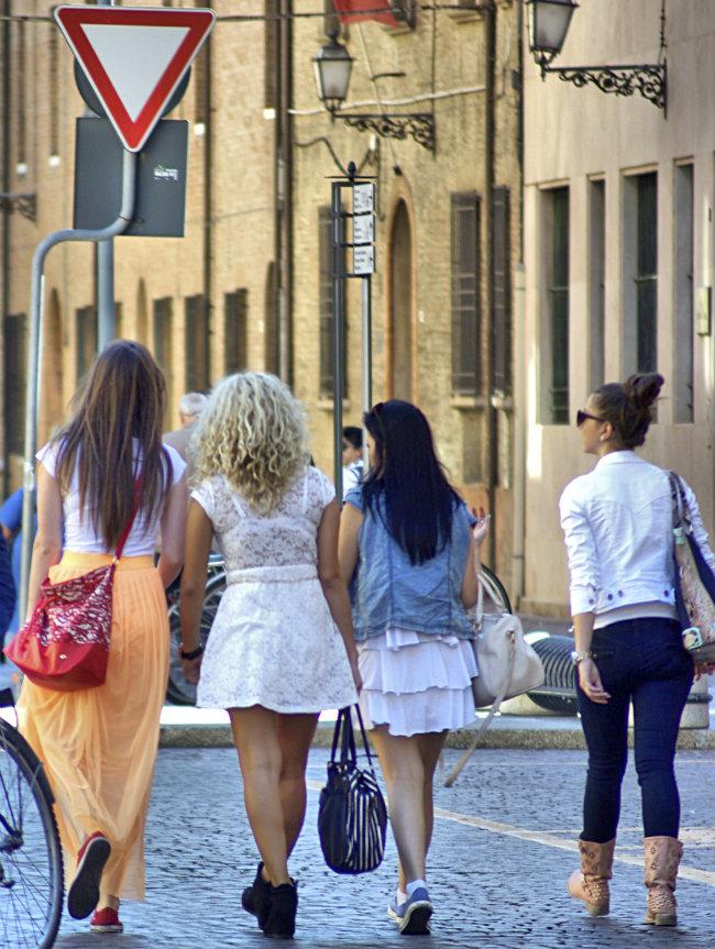 fire jenter kuttet
