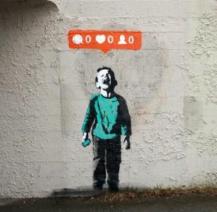 Banksy delte forleden dette bildet av en annen street-artist. Bildet oppsummerer dagens samfunn ganske greit.